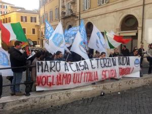 MARO': FDI, SIT-IN A MONTECITORIO, TERZI IN INDIA VACCI TU